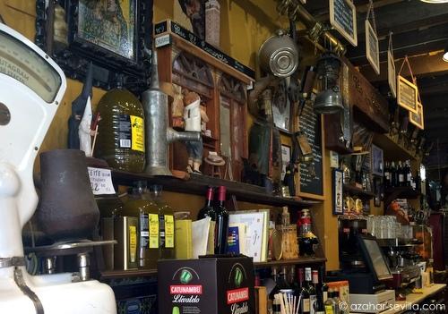 el comercio bar clutter