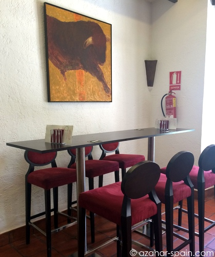 arte tapas tall tables