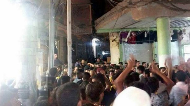 بيت السيستاني، متظاهرون.bmp
