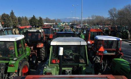 Հունաստանում ֆերմերները փակել են Աթենք-Սալոնիկ ճանապարհը