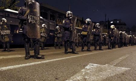 Աթենքում անարխիստները հարձակվել են ԱՄՆ դեսպանատան շենքի վրա