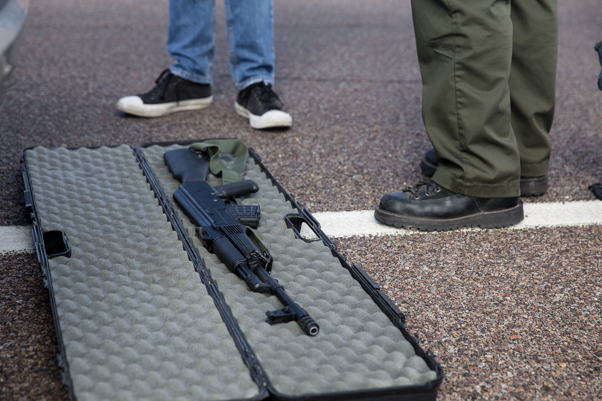 During a traffic stop a Navajo County Sheriff reserve deputy searched the car and found an assault rifle in the trunk, and speaks to the owner about it on the side of the road in Holbrook, Arizona. (Photo by Emily L. Mahoney/Arizona Center for Investigative Reporting)