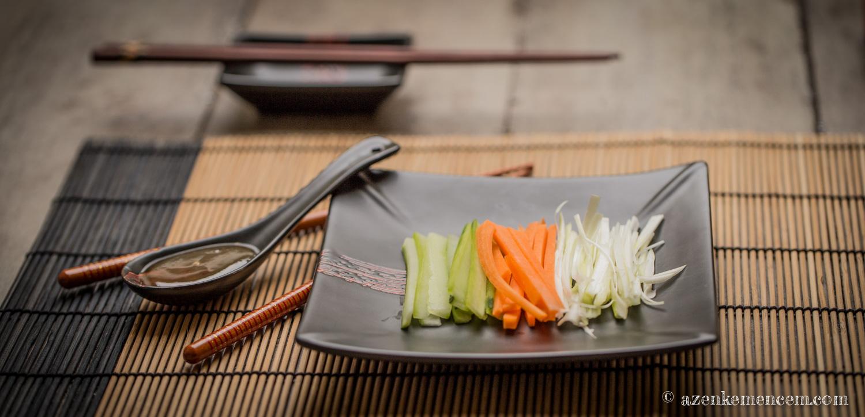 Pekingi kacsa - zöldségek és szilvaszósz