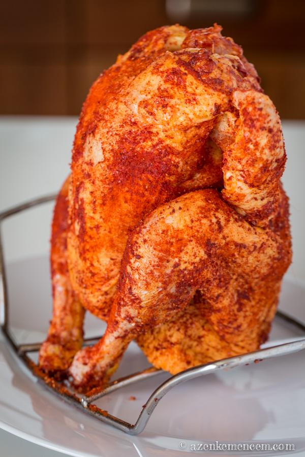 Sörösdobozon sült csirke - grillezésre készen