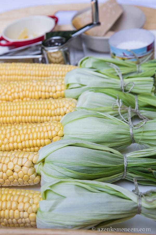 Grillezett kukorica - a hátrahajtott leveleket összekötjük