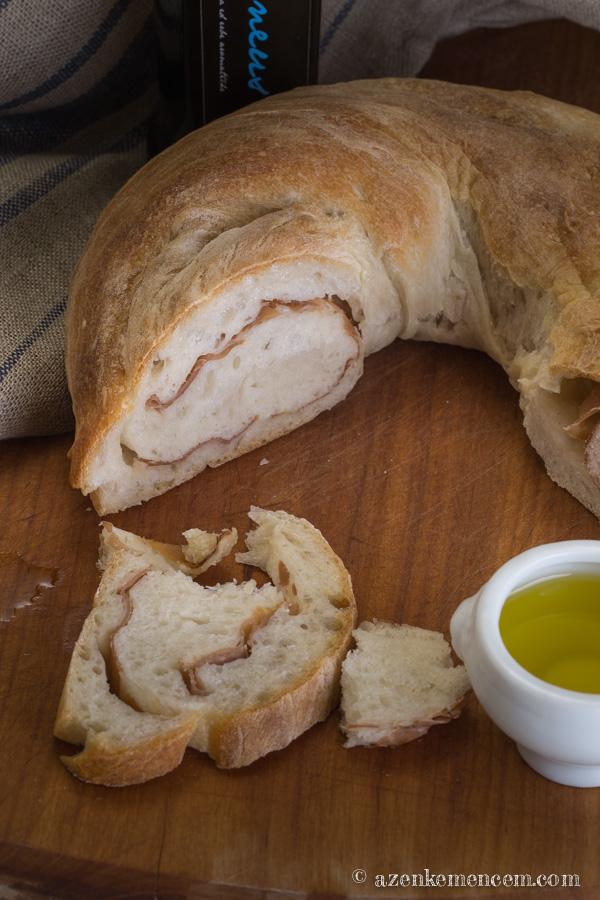 Sonkás kenyér - egy bagett jellegű tésztából készült