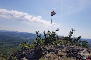 KÉP / A várormon lobogó zászló