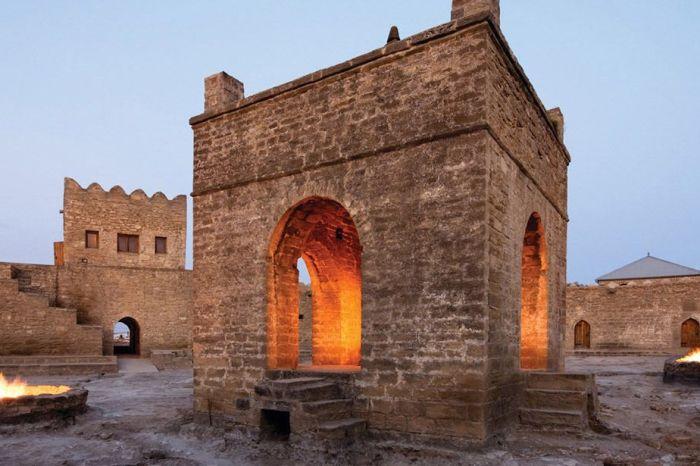 Apsheron Peninsula Tour: Ateshgah-Qala-Yanar Dag