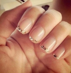 Gold-manicure-2 - via becauseiamaddicted dot net