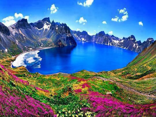 The-breathtaking-view-of-Changbai-Mountain-on-the-border-between-Korea-and-China