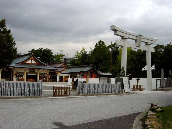 Hiroshima-gokoku-zinzya