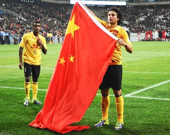Elkeson z flagą