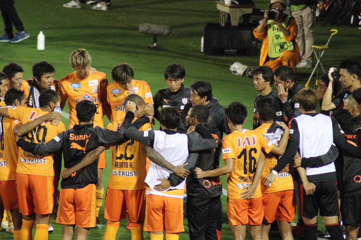 Shinoda i żołnierze.jpg