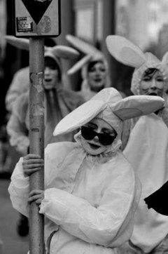 Follow the White Rabbit / Performance / Joanna John i Małgorzata Borowska
