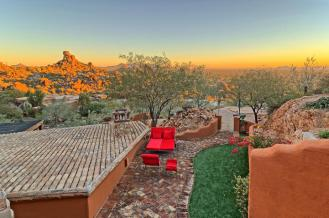 carefree-az-home-built-into-mountains-boulders-15