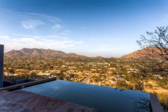 territorial-santa-fe-style-paradise-valley-home-on-top-of-camelback-mountain-1