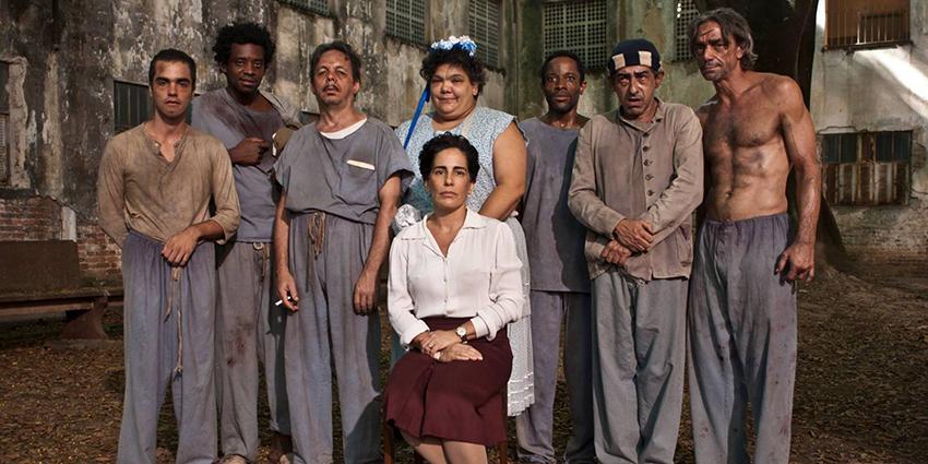Glória Pires vive no cinema a psiquiatra Nise da Silveira.