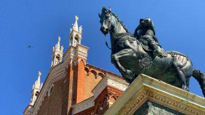 Bartolomeo Colleoni era un condottiero militare molto vanitoso: aspetto insolito per un forte uomo d'armi.  Venezia