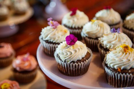 Mike and Kathie floral cupcakes at their Palm Door wedding.