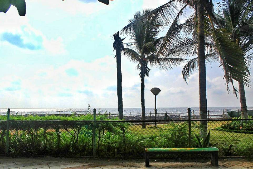 Places to visit in bandra -Bandstand 12 - Mumbai - Maharashtra - The Azure Sky Follows