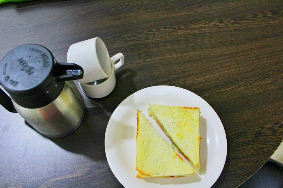 Hotel Treebo Admiral Suites Aurangabad 16 - Complementary breakfast - Sandwich and coffee