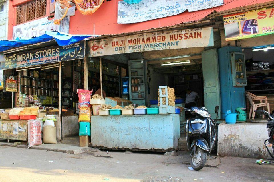 40 Hyderabad - Laad Bazar - Pathhargatti - Markets - Karnataka - India - Azure Sky Follows - Tania