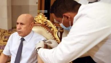"""صورة الرئيس الموريتاني يأخذ جرعة  من لقاح """"كورونا"""""""