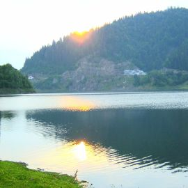 Colibita Lake overlooking the dam - Tailor made tours in Romania | Europe car transfer