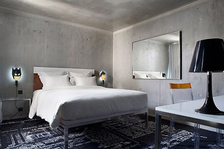 Una habitación del hotel Mama Shelter, diseñado por Philippe Starck