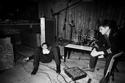 Una foto del DJ-músico Mark Ronson con los Rumble Strips de Dazed and Confused