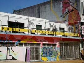 Graffities de una fábrica sobre Matienzo