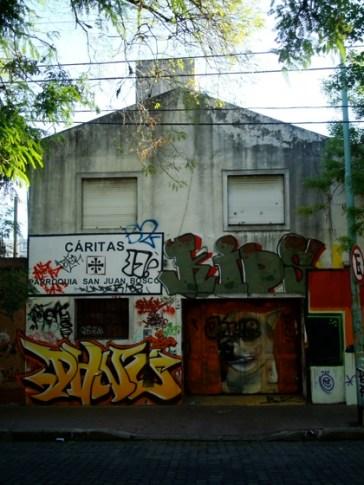 Local de Cáritas donde funciona una feria los jueves (Amenábar 84)