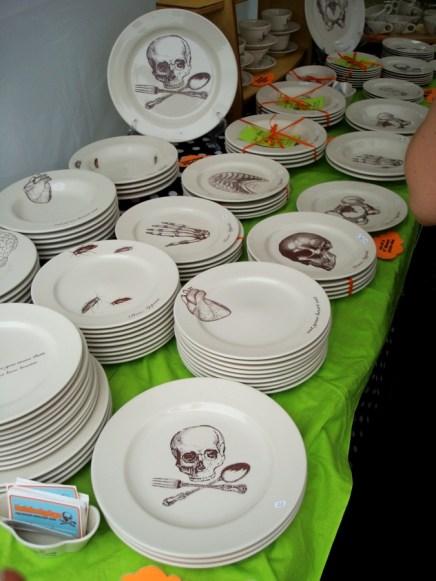 Platería con esqueletos, órganos e insectos, por Foldepigs (Foldedpigs.Etsy.com)