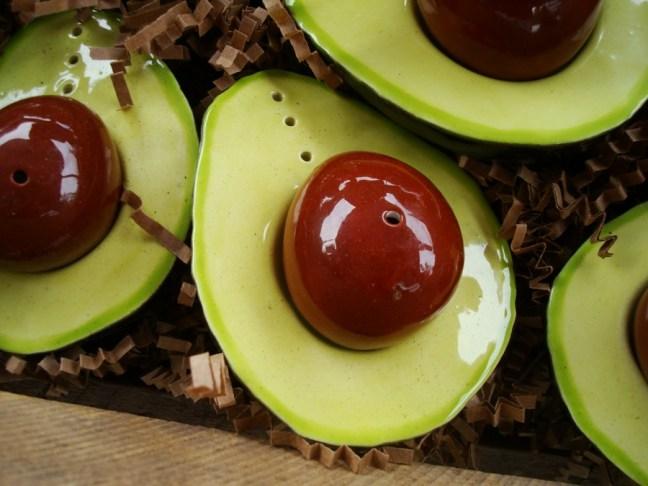 Juego de salero y pimentero en forma de palta, por DainaPlatais.com