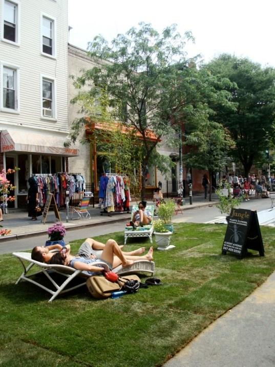 Jardín en la calle durante el evento Williamsburg Walks, Brooklyn