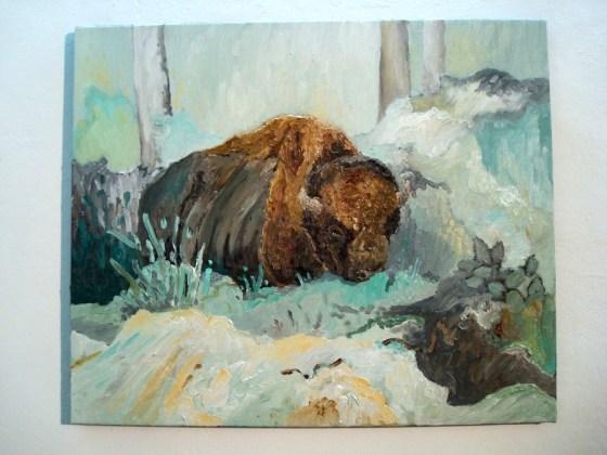 Un búfalo en medio de un bosque pastel. Foto.