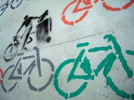 Graffities en la pared de La Fabricicleta