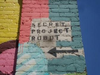 Secret project robot, cerca del East River en BKLN
