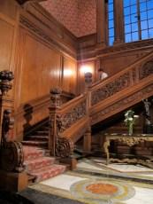 Escalera de honor, en la entrada