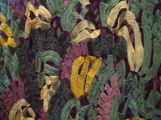 Parte de una manta con 1100 bananas tejidas al croché por el grupo Crochetando, de Brasilia, en la misma expo del SESC Pompeia