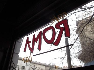 Cartel del Café Roma desde el interior