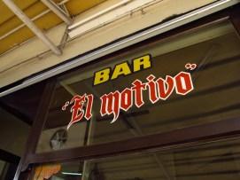 Cartel de entrada del bar El motivo en Villa Pueyrredón. Foto