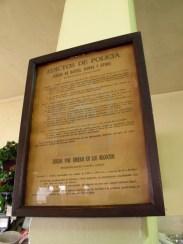 Viejo anuncio indicando prohibición de escupir. Foto