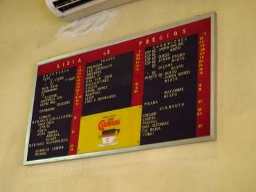 Pizarra con precios del bar El motivo. Foto
