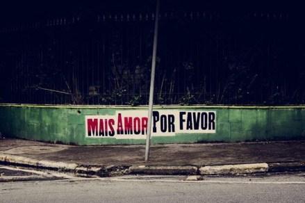 Pósters de Mais amor por favor de Ygor Marotta en Sao Paulo. Foto