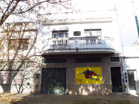Pintura en un taller en Villa Pueyrredón. Foto