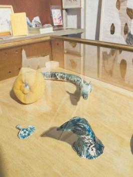 Pequeñas cerámicas de Maricel Nowacki en Big Sur. Foto