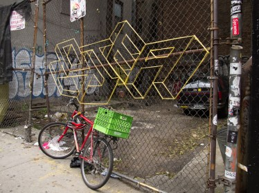 Graffiti 3D con cintas en el Lower East Side. Foto