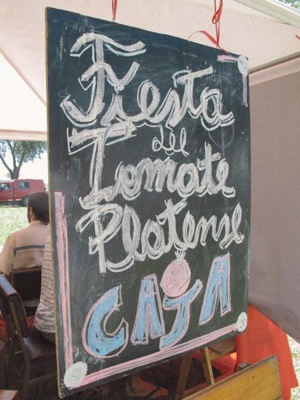 Pizarrón en la Fiesta del Tomate Platense. Foto