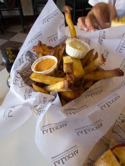 Exquisitas papas huayro fritas en La lucha. Foto